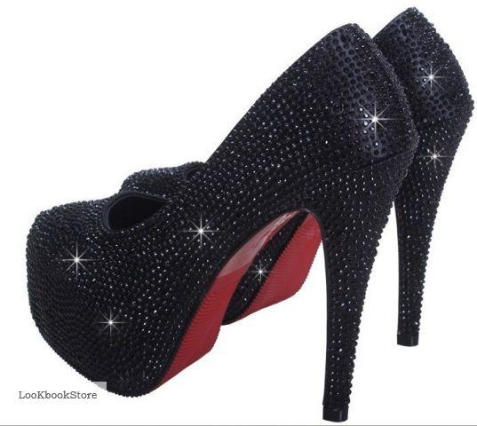Туфли на высоком каблуке украшенные стразами
