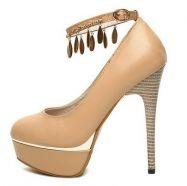 Туфли с ремешком на ноге
